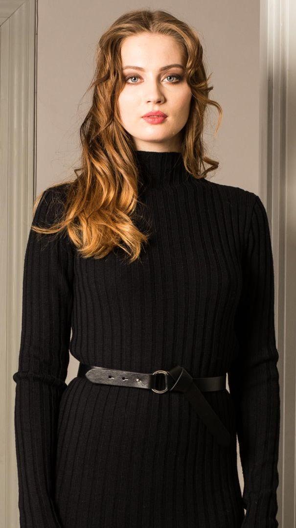 Schwarzes Strickkleid un Pullover